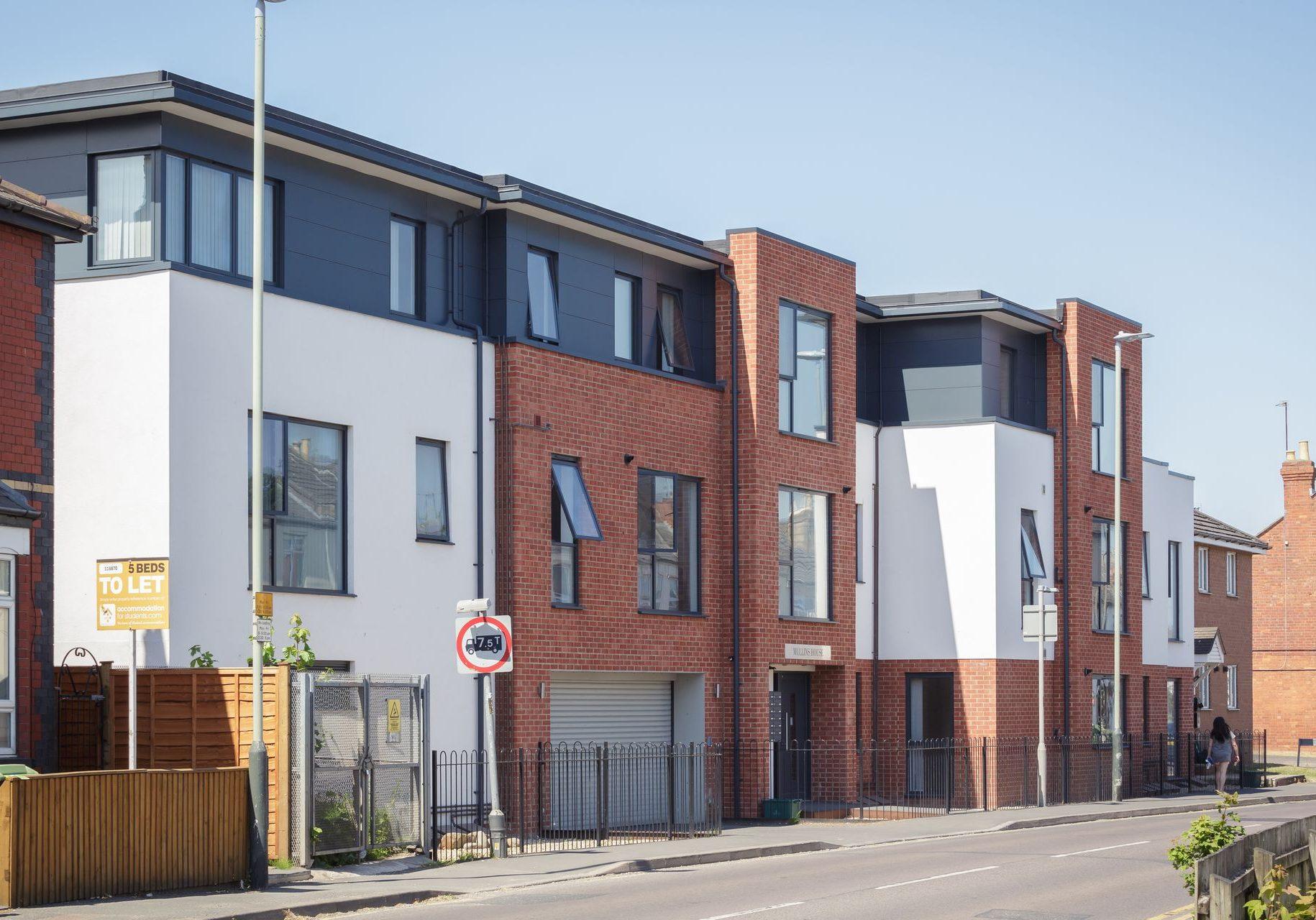 CE - Mullins House Swindon Road 001